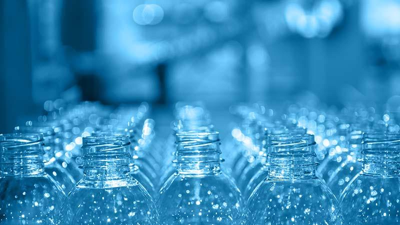 effetti-uso-bottiglie-con-plastic-tax